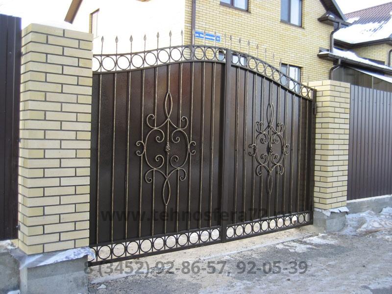 Ворота кованые с двумя большими узорами
